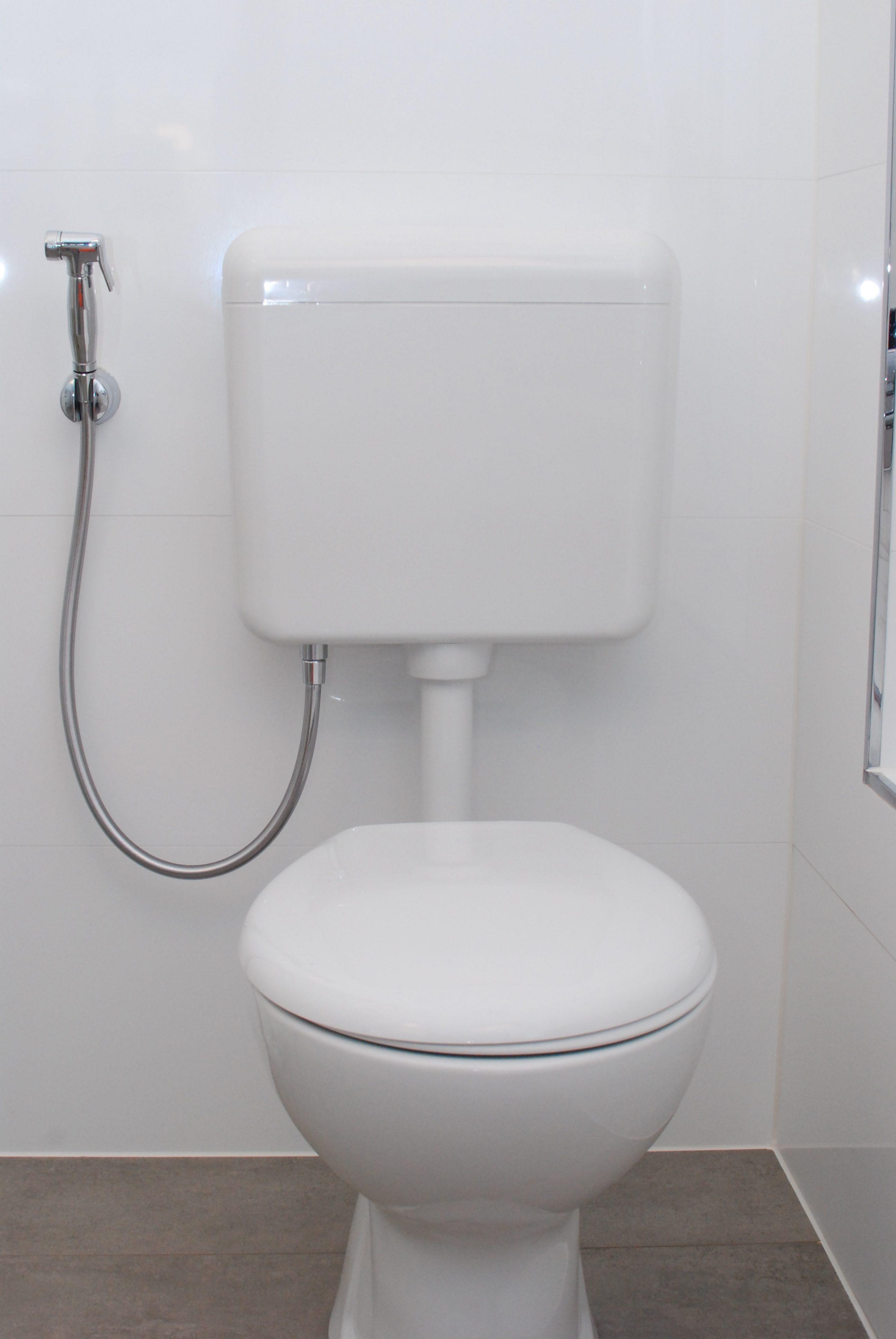 Aufputzspülkasten Kunden WC